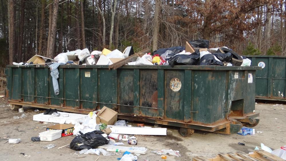 Phát hiện kinh hoàng trong thùng rác ở Mỹ - 1