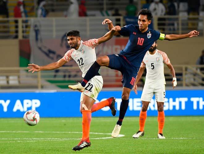 """HLV đội Thái Lan nói gì khi bị Ấn Độ """"vùi dập"""" 4-1 Asian Cup? - 1"""