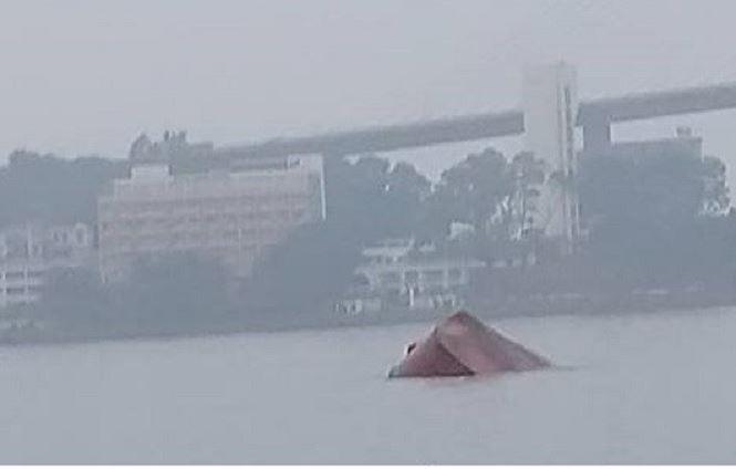 Hai tàu đâm nhau ở vịnh Hạ Long, một thuyền trưởng tử vong - 1