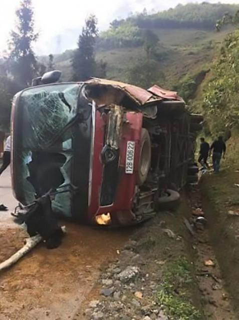 Vụ lật xe khách ở Sa Pa khiến nhiều người thương vong: Chưa rõ lái xe đi đâu - 1