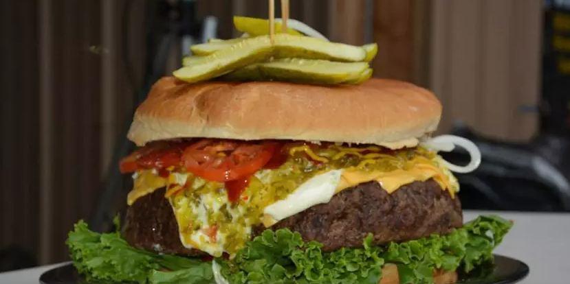 Những chiếc burger khủng nhất thế giới, thực thần cũng chưa chắc ăn hết - 1