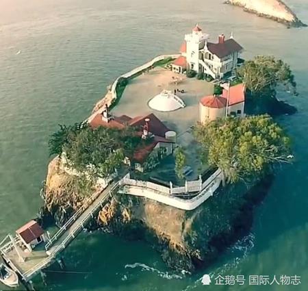 Dẫn người yêu lên đảo ở, làm việc 4 ngày/tuần, đút túi tiền tỷ/năm - 1