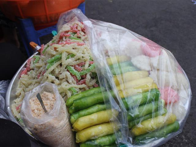 Đủ món ngon hấp dẫn khách du lịch ở chợ Cồn Đà Nẵng