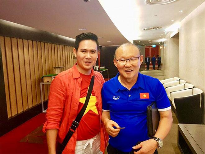 Bắt gặp Chủ tịch Tập đoàn Asanzo cổ vũ hết mình cho ĐTVN trong trận ra quân Asian Cup 2019. - 1
