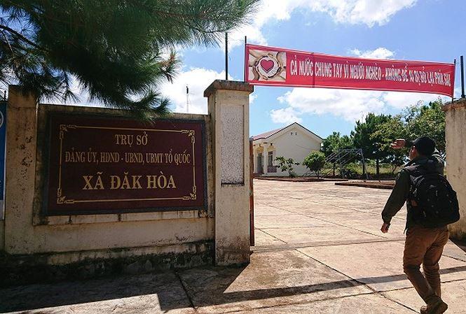 Dùng dao tấn công cảnh sát, Phó chỉ huy quân sự xã bị bắt - 1