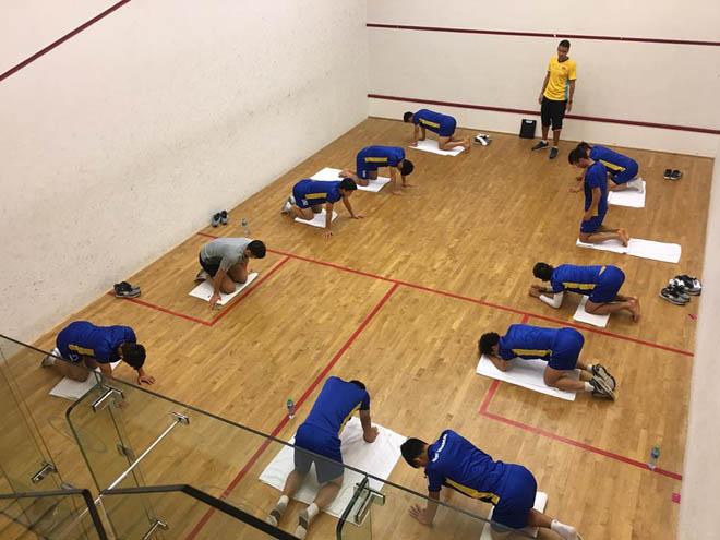 Việt Nam tập đấu Iran: Công Phượng, Xuân Trường tập yoga thư giãn - 1