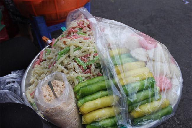 Đủ món ngon hấp dẫn khách du lịch ở chợ Cồn Đà Nẵng - 1