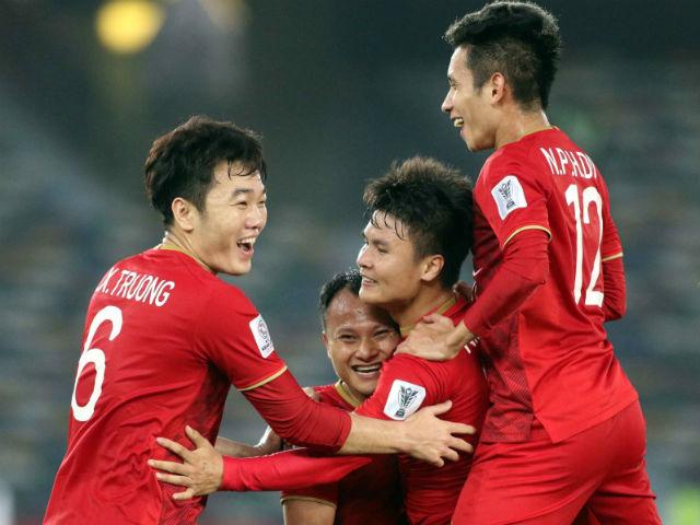 """Trực tiếp Việt Nam tập đấu Iran Asian Cup: Quang Hải, Công Phượng được """"xả hơi"""""""