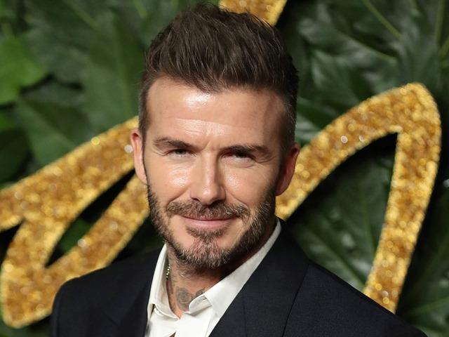 David Beckham gây tranh cãi khi kẻ mắt xanh trên ảnh tạp chí