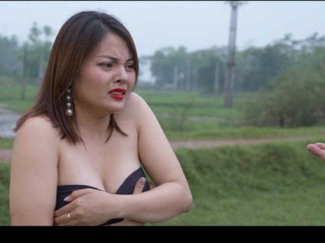 """Cảnh hot girl tuột áo trong """"Đại gia chân đất 9"""" bị khán giả phản ứng dữ dội"""