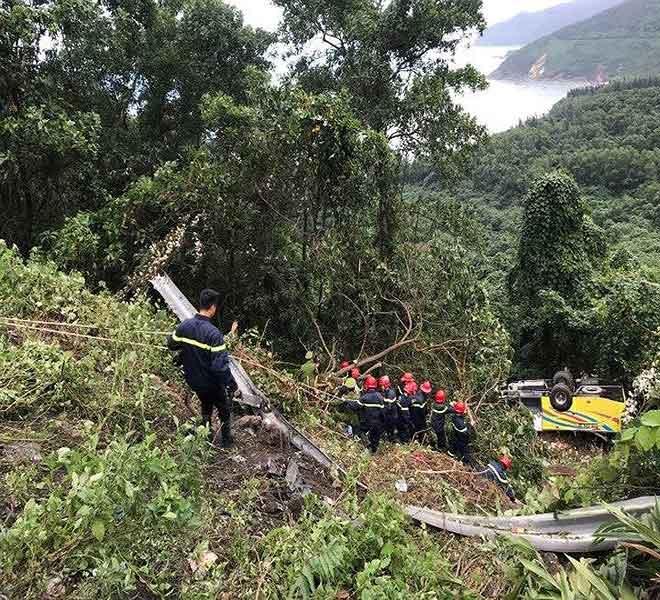 Khởi tố lái xe chở 21 sinh viên rơi ở đèo Hải Vân - 1