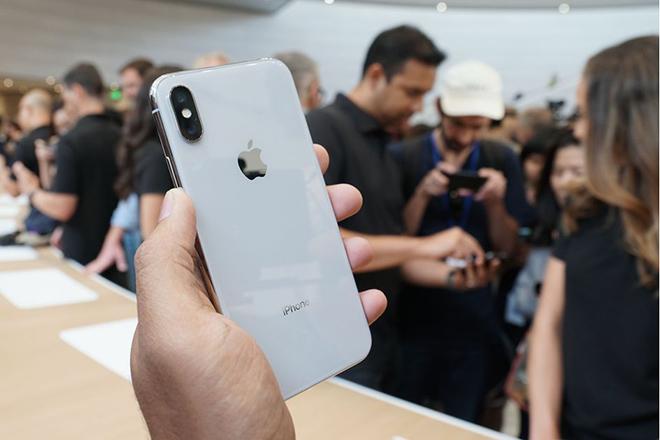 Apple giảm giá iPhone để kích thích người tiêu dùng - 1