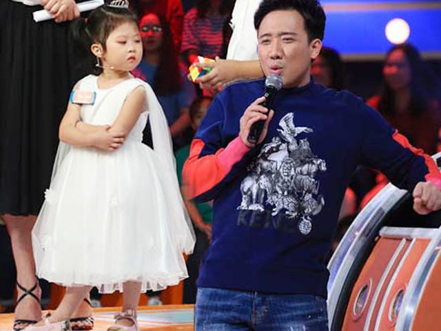 """Cô bé 4 tuổi với khuôn mặt """"bất biến"""" khiến Trấn Thành dở khóc dở cười - 1"""