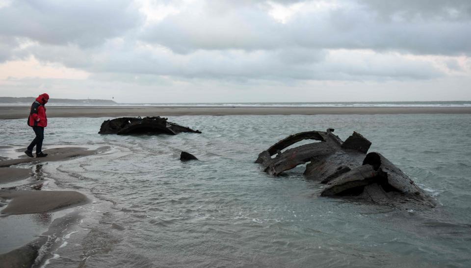 """Tàu ngầm từ thời Thế chiến 1 của Đức bỗng """"trồi lên"""" ở bãi biển Pháp - 1"""