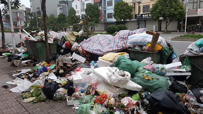 Ngoại thành Hà Nội ngập trong rác thải và đây là lý do - 1