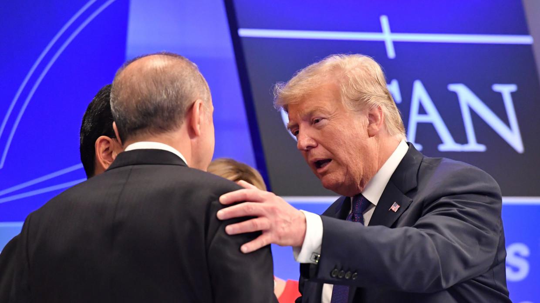 Trump dọa phạt nặng đồng minh nếu tấn công người Kurd ở Syria - 1