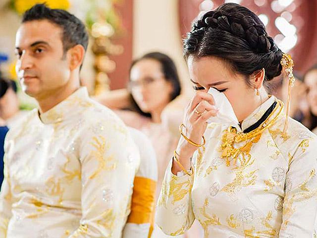 Ca sĩ Võ Hạ Trâm bật khóc bên chồng người Ấn Độ trong lễ Hằng Thuận