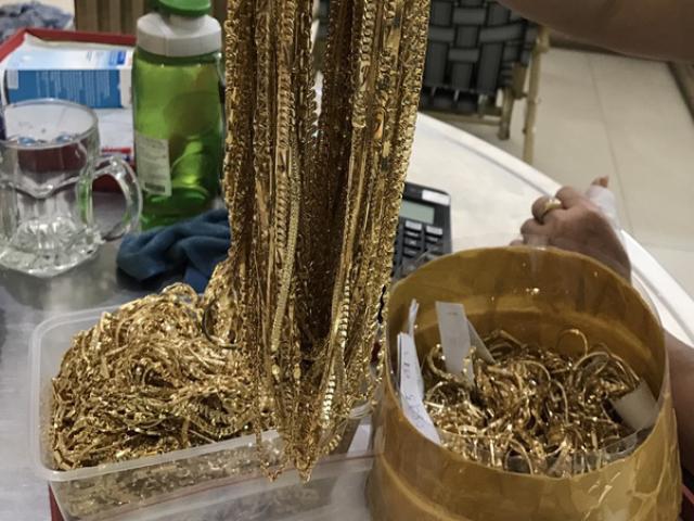 Công an Quảng Nam tìm người sở hữu 230 lượng vàng