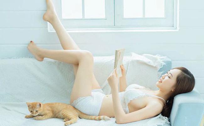 Bà xã 9X của Trung Hiếu còn sở hữu những bức ảnh gợi cảm không thua gì người mẫu chuyên nghiệp.