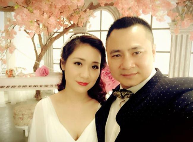 Bà xã hiện tại của nghệ sĩ Tự Long được khen ngợi về nhan sắc. Cả hai có một người con chung. Trước đây Tự Long từng trải qua một cuộc hôn nhân.