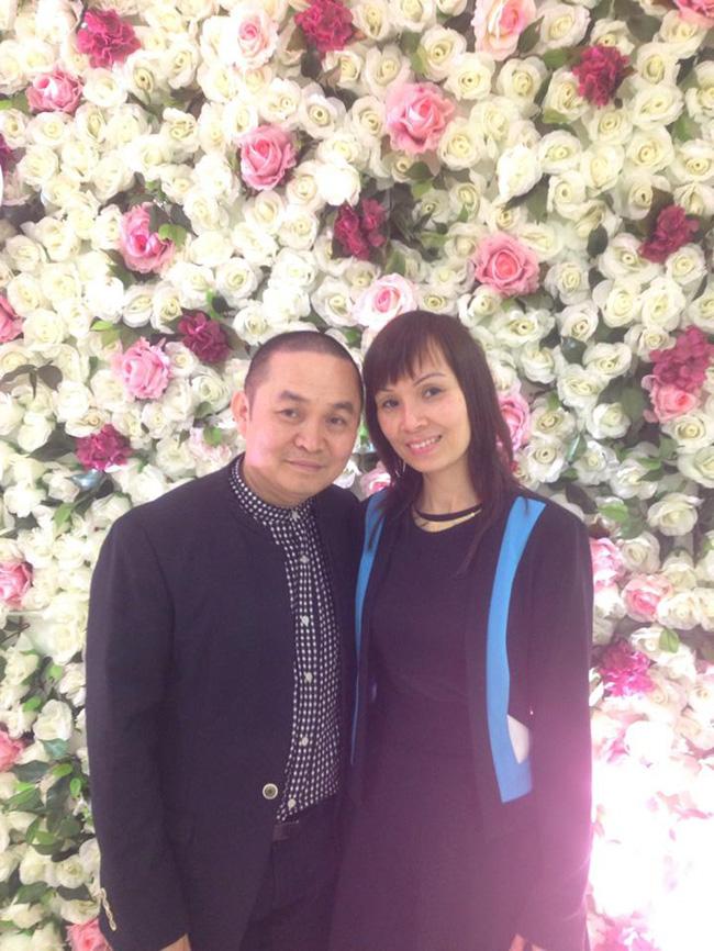 Bà xã Phương Lan hiếm khi xuất hiện trước truyền thông. Đó là một người phụ nữ gốc Hà Nội xinh đẹp, gia thế.
