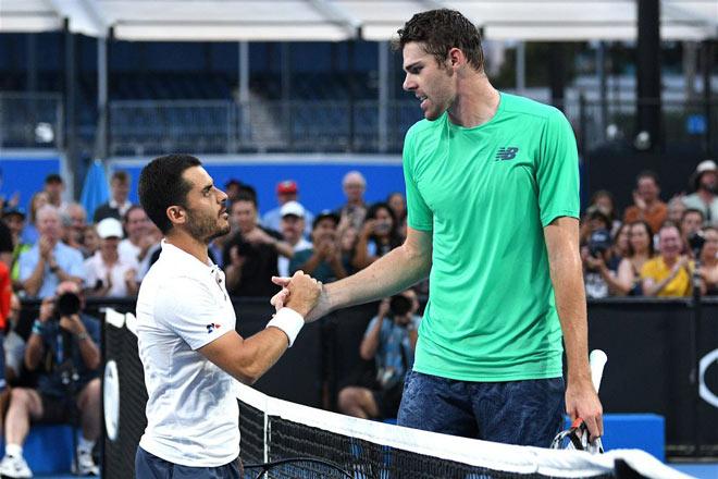 """""""Khổng lồ"""" 2m13 đấu """"Chú lùn"""" Australian Open: Sững sờ 67 ace vẫn thua - 1"""