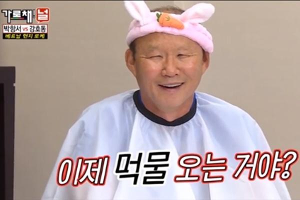 HLV Park Hang Seo bị phạt trên sóng quốc gia Hàn Quốc nhưng lại phản ứng thế này - 1