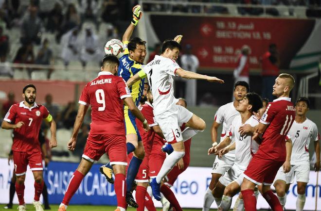 2 trận kỳ lạ, 7 bàn thắng khiến triệu fan Việt đau tim, chóng mặt Asian Cup - 1