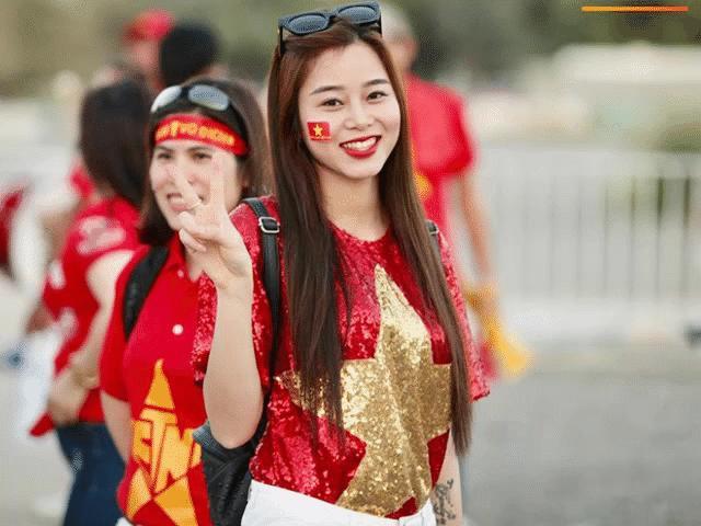 Nữ CĐV xinh đẹp sang tận UAE cổ vũ tuyển Việt Nam HOT nhất tuần qua