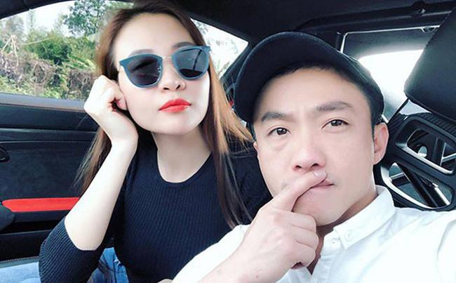 """Ngày 19.1 vừa qua, cặp đôi Đàm Thu Trang và Cường Đô La làm đám hỏi tại quê nhà của cô dâu ở Lạng Sơn. Những lời chúc mừng được gửi tới cặp đôi. Bên cạnh đó, nhiều người tò mò về khối tài sản """"khủng"""" của hai người khi về chung một nhà."""