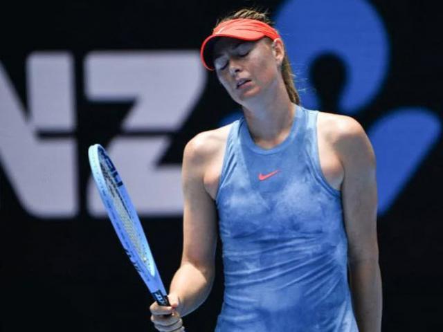 """Sharapova đang đấu """"đi tắm"""": Uất ức vì 2 câu hỏi tế nhị"""