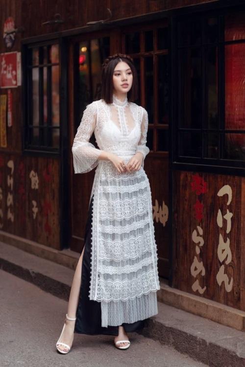 Jolie Nguyễn chỉ cách mặc áo dài khoe nội y đẹp Tết này - 1