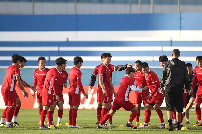 Việt Nam tập muốn thắng Nhật Bản: Tiếng cười rộn rã khắp sân tập - 1