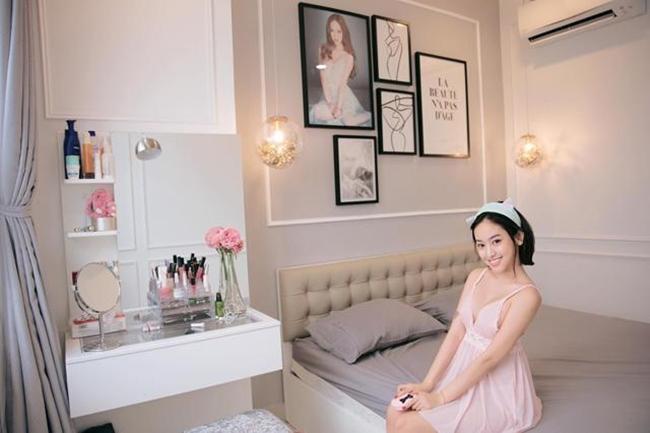 Tháng 8.2017, Thúy Vi công khai loạt ảnh căn hộ chung cư cao cấp sang trọng rộng hơn 75,2 m2 trị giá hơn 2 tỷ ở Tp. Hồ Chí Minh. Cô nàng không ngần ngại thừa nhận, đây là món quà do bạn trai mua tặng.