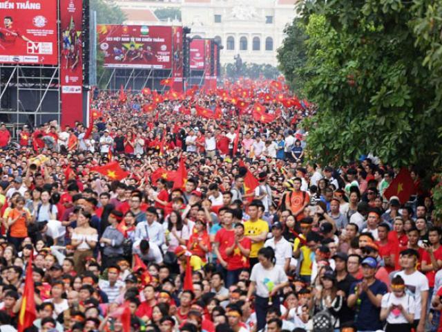 """Lắp 5 màn hình led """"khủng"""" ở Sài Gòn để xem trận Việt Nam – Nhật Bản"""