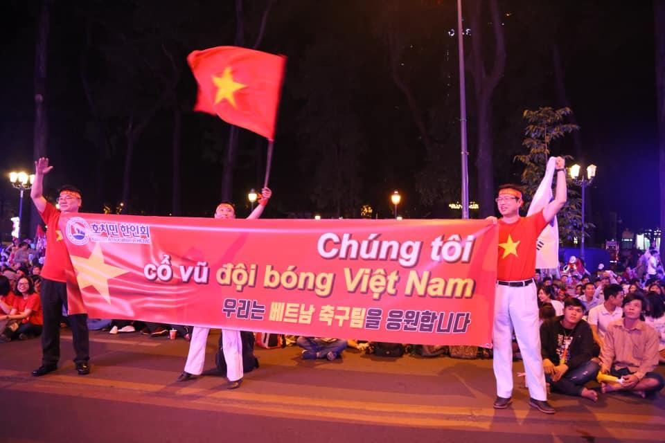 """Không thể quật ngã """"gã khổng lồ"""" Nhật Bản, triệu fan vẫn tự hào về đội tuyển Việt Nam - 21"""