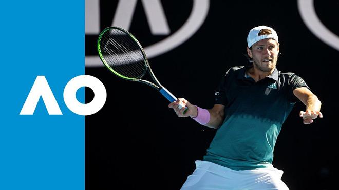 """Clip hot Australian Open: Chiến binh ru ngủ """"Khổng lồ"""" ra đòn kết liễu - 1"""