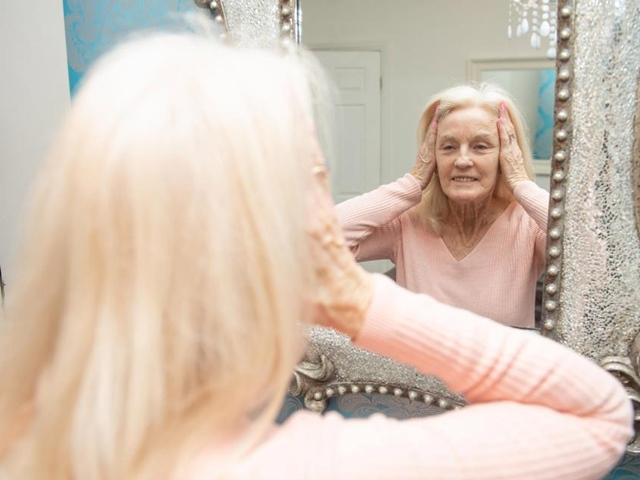 80 tuổi vẫn muốn nâng mặt để trông đẹp hơn trong quan tài