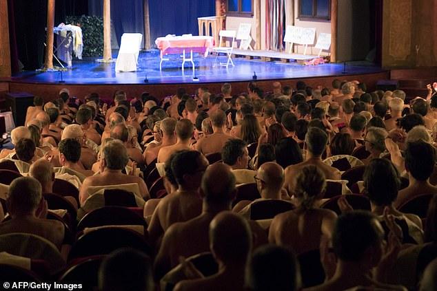 Nhà hát ở Paris yêu cầu khán giả đến xem phải khỏa thân - 1