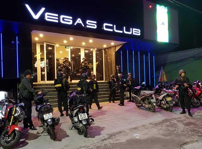 Gần 100 nam nữ thanh niên dương tính chất ma túy trong quán bar ở Huế - 1