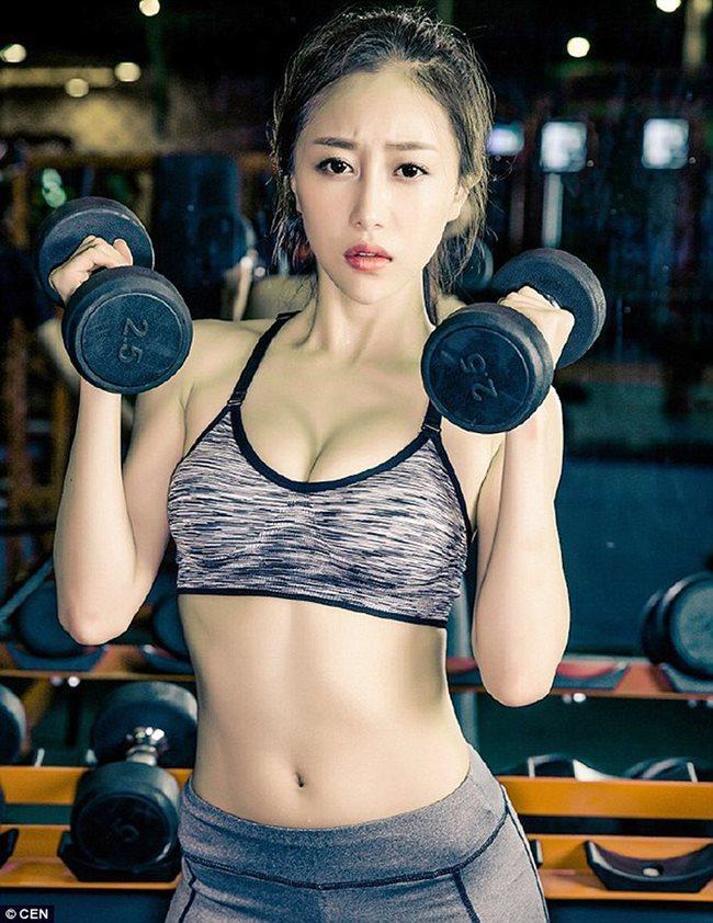 Xu Dongxianglà giảng viên 9X bất ngờ trở thành tâm điểm của cộng đồng mạng sau khi đăng tải những bức hình tập gym lên mạng xã hội.