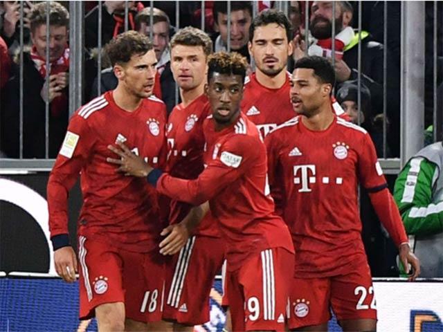 """Bayern Munich - Stuttgart: Ngỡ ngàng """"đại bác"""", thần may mắn mỉm cười"""