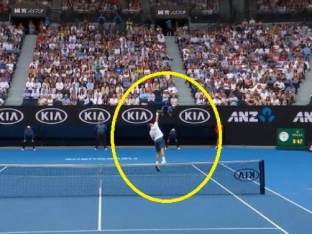"Federer ""xoắn cong"" vợt ghi điểm thượng thừa: Đỉnh nhất Australian Open"
