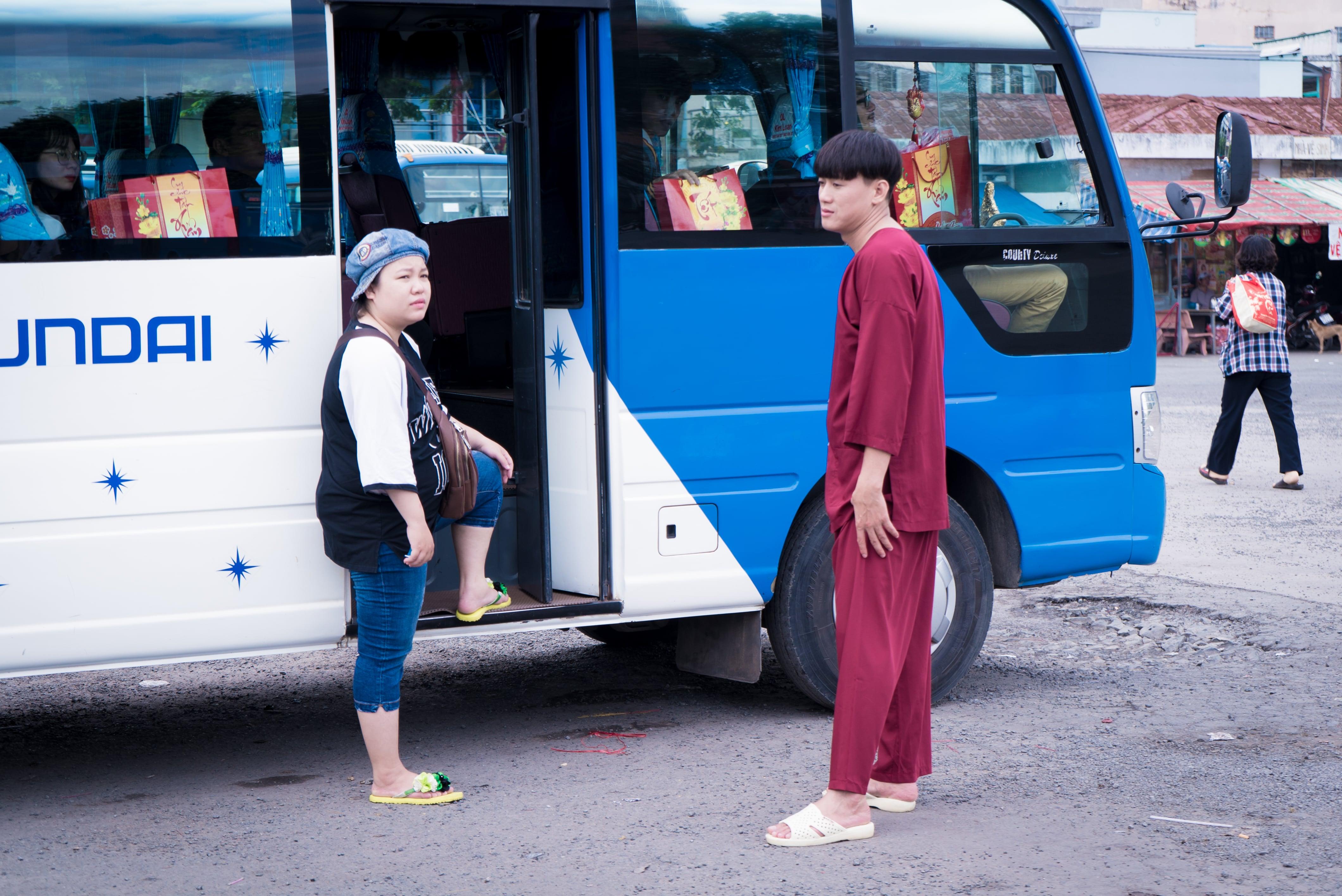"""""""Giang hồ chợ Cá"""" Quách Ngọc Tuyên bất ngờ """"khóa môi"""" bạn diễn nam - 1"""