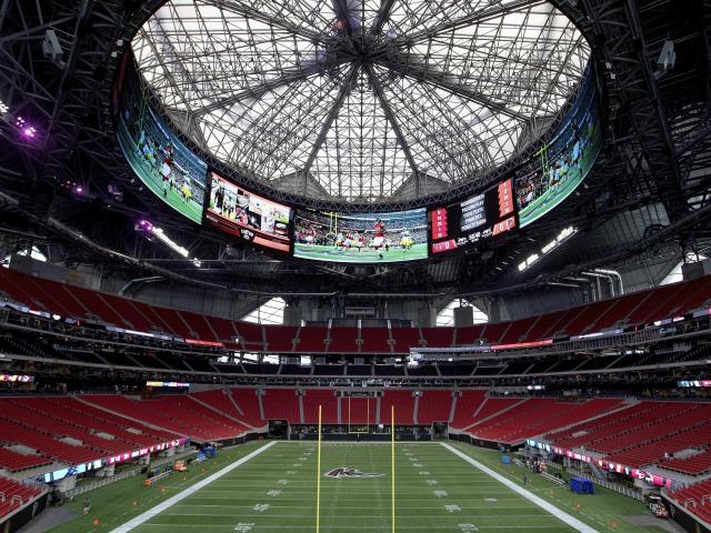 Sân vận động được ví như kỳ quan với mái vòm ghép từ 8 cánh hoa thép khổng lồ
