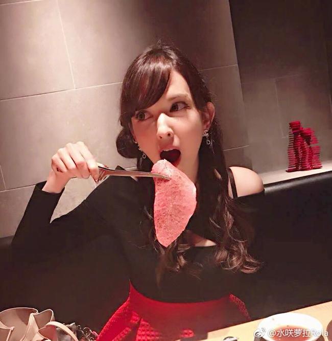 Misaki hào hứng khoe ảnh đi ăn ở một nhà hàng cùng bạn bè. Thỉnh thoảng, cô mới chia sẻ hình ảnh cuộc sống đời thường của mình trên trang cá nhân với người hâm mộ.