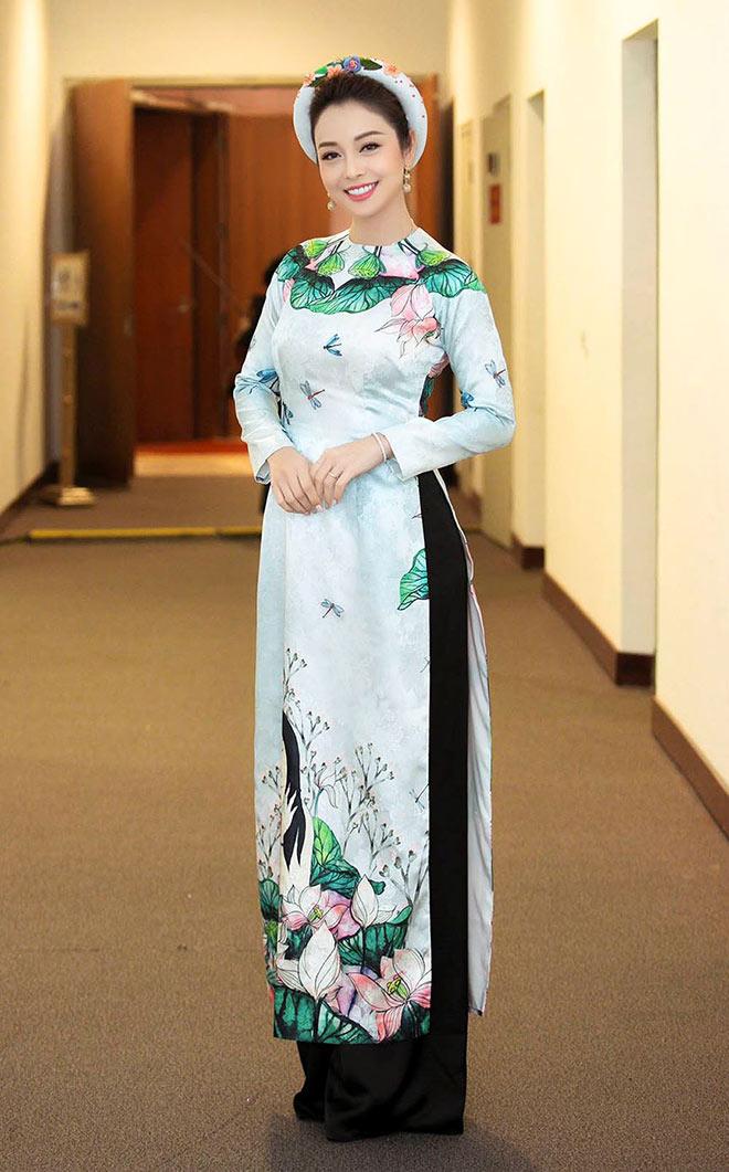 Jennifer Phạm mặc áo dài Tết, rạng rỡ hội ngộ chồng cũ Quang Dũng - 1