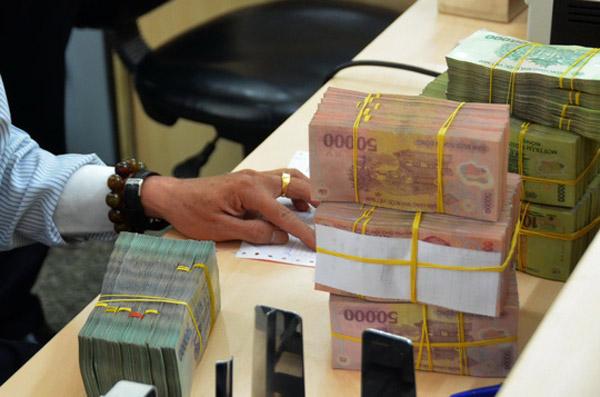 Lãi cả chục ngàn tỉ đồng, ngân hàng vẫn chưa tiết lộ kế hoạch thưởng Tết - 1