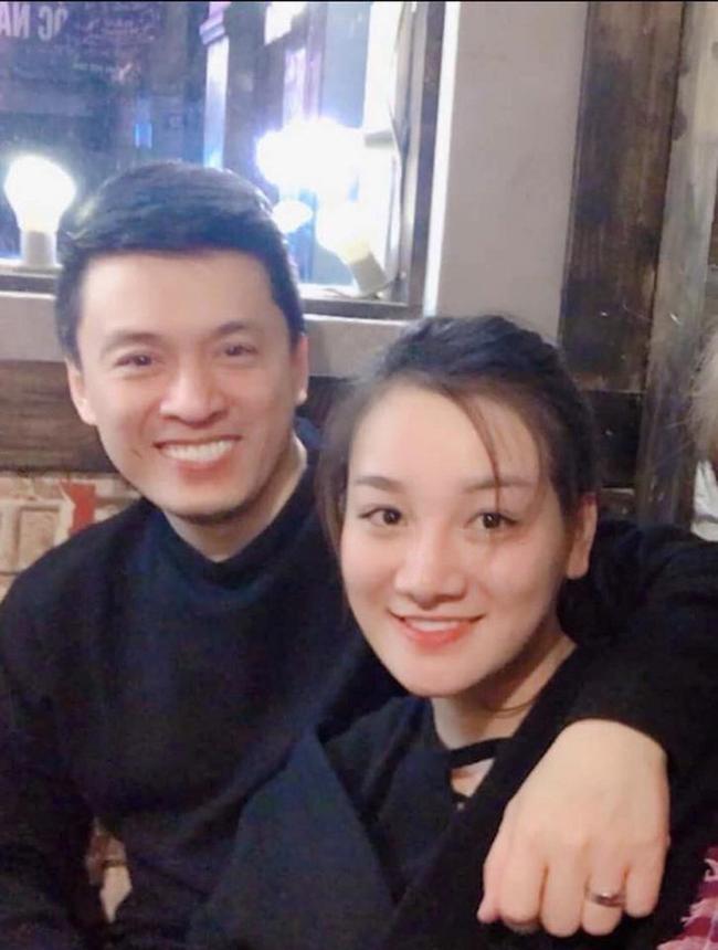 Bên cạnh việc có một người bố nuôi nổi tiếng là Đàm Vĩnh Hưng, Thủy Tiên còncó mối quan hệ đặc biệt thân thiết với ca sĩ Lam Trường.