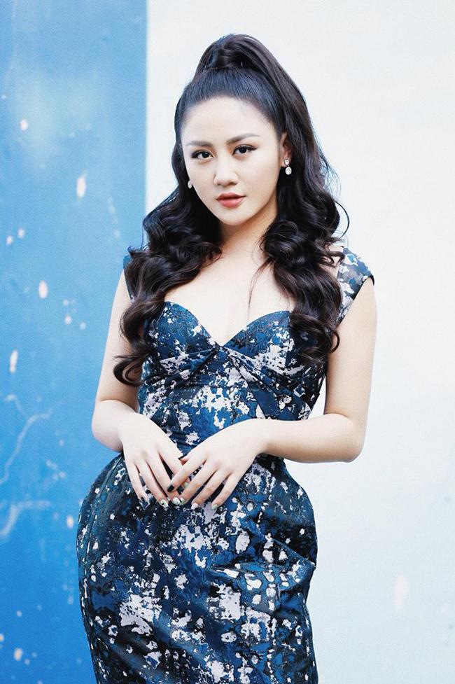 Văn Mai Hương cho biết cô vẫn luôn lấy ba nuôi Đàm Vĩnh Hưng là tấm gương để mình duy trì đam mê nghề nghiệp.
